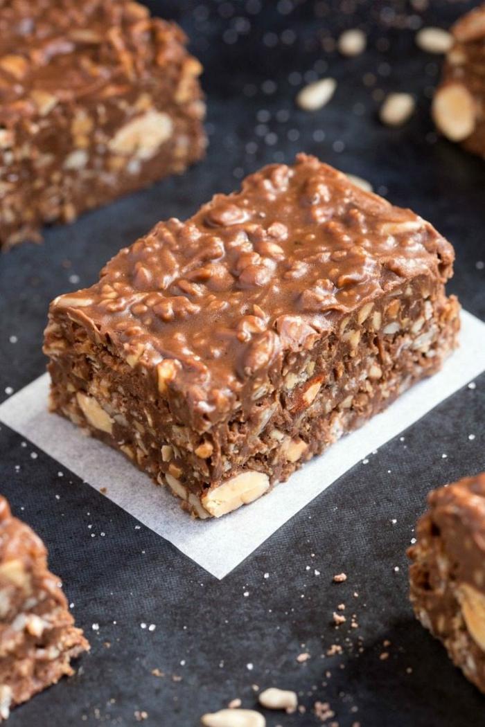 low carb Vegane Rezepte Keto Schokoladenrigel mit Nüssen, lecker Gericht des Tages, leckere Desserts selbst machen