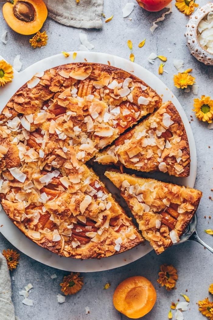 obstkuchen vegan, nachtisch rezepte, kuchen mit pfirsischen, pekannüssen und kokos