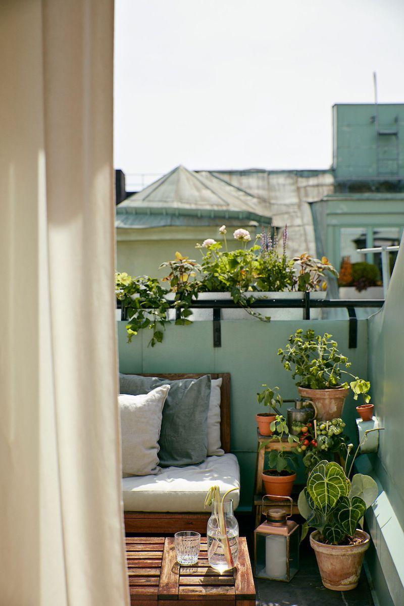 schöne terrasse einrichten kleinen balkon gestalten pflanzen