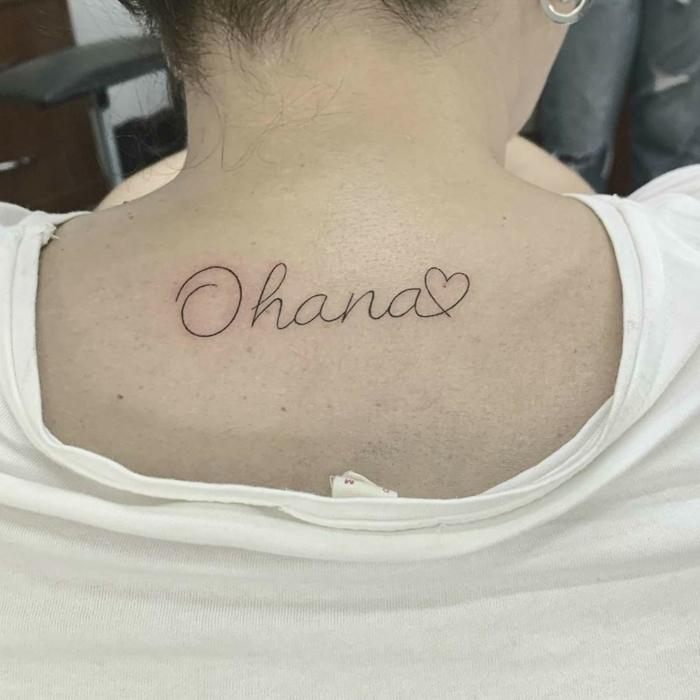 symbol für familie ideen, tattoos für frauen simple tätowierung am rücken, ohana und herz