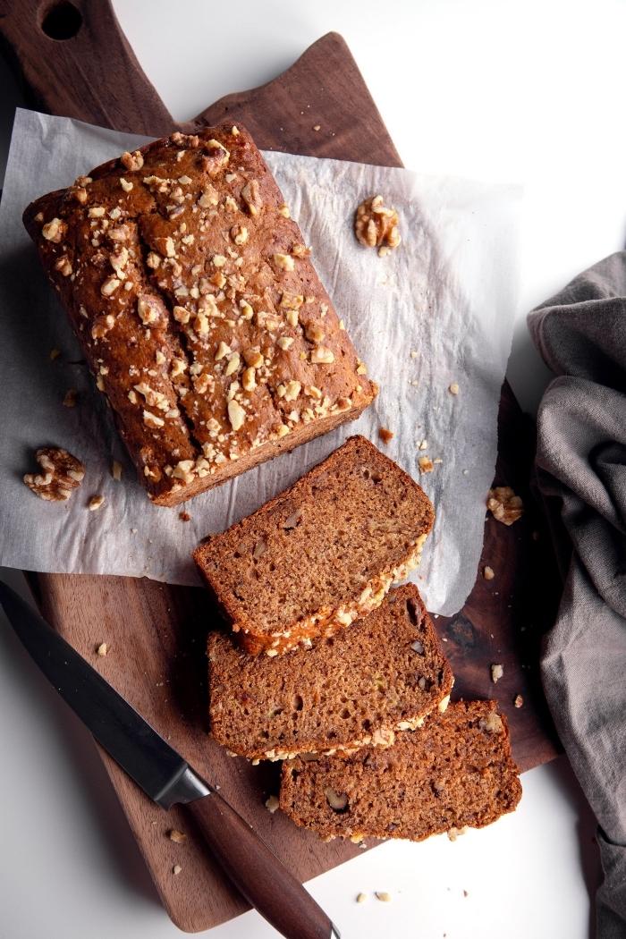 veganter kuchen ohne zucker, kakaokuchen mit walnüssen, zuckerfreies kuchenrezept