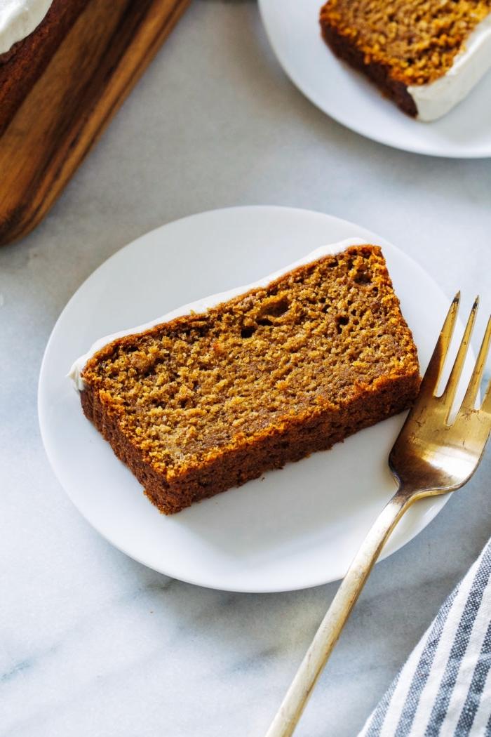 veganer kuchen ohne zucker, karottenkuchen mit vanillenglasur, dessert ideen, zuckerfreier nachtisch