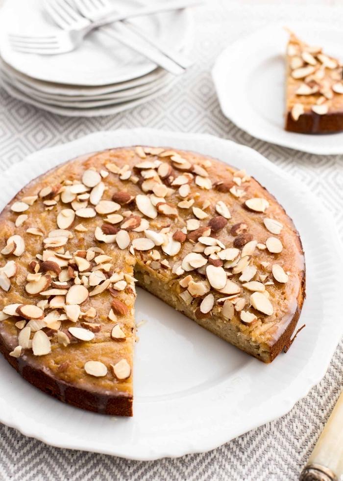 veganer zuckerfreier kuchen mit apfeln und kokos, nachtisch mit mandeln, backen ohne zucker