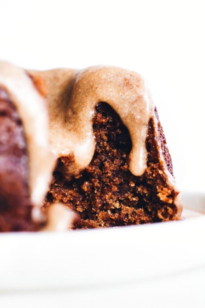 veganer zuckerfreier kuchen, nachtisch ohne zucker, kakaokuchen mit äpfeln