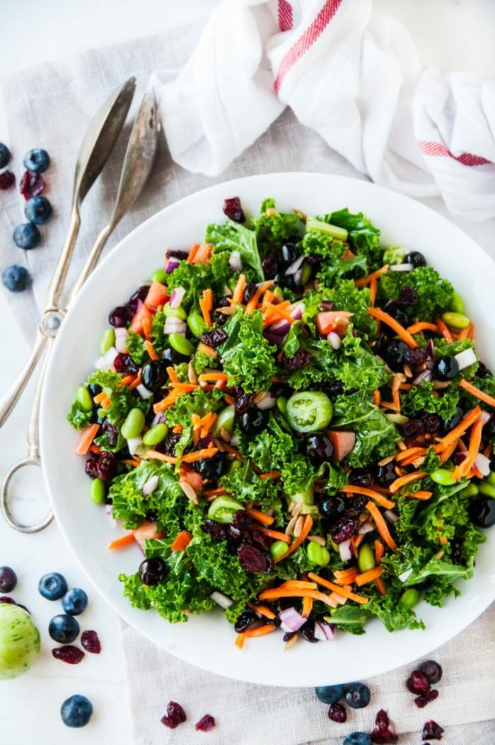 einfache salate rezepte zum abenhmen, gesundes abendessen, herbstsalat mit oliven , bohnen und karotten