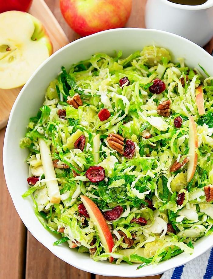 einfache salate rezepte, gesundes salatrezept mit äpfeln und pekannüssen