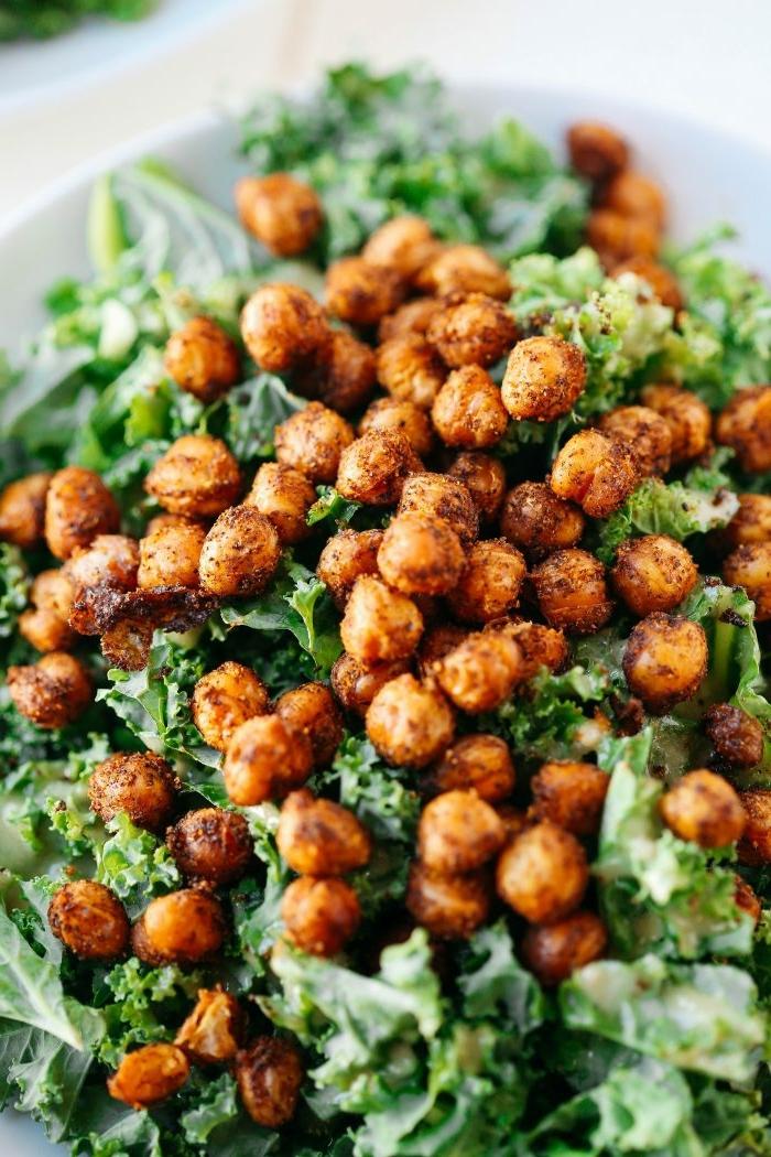 einfache salate rezepte, gesunder kichererbsensalat mit spinat, schnelle zubereitung