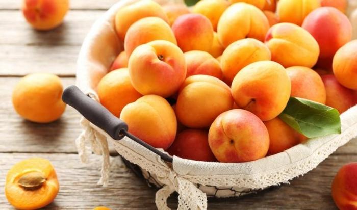 natürliche mittel zur stärkung des immunsystems, aprikosen in schüssel, früchte