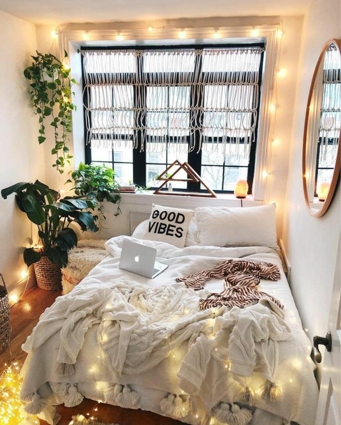 tumblr zimmer deko, kleiner raum dekorieren, wanddeko spiegel, zimmerpflanzen