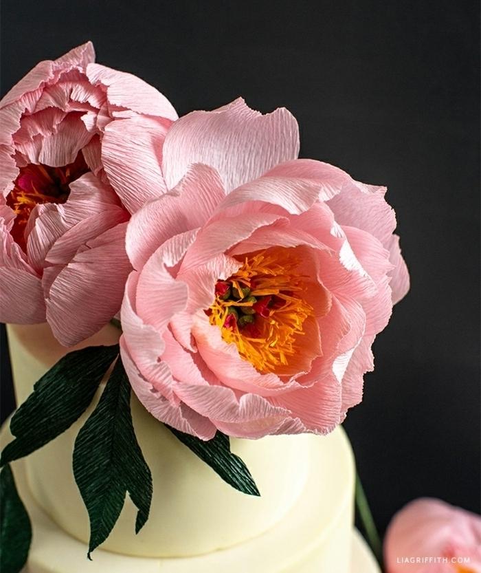 basteln mit krepppapier basteln hochzeit, hochzeitsdeko selber machen, rosa blumen