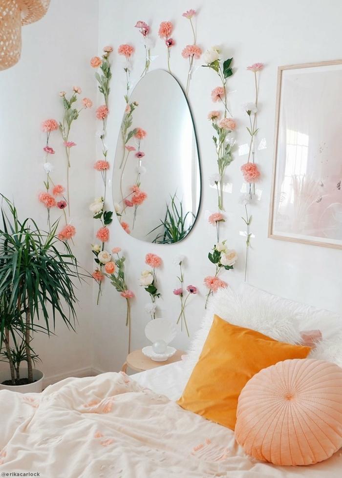 teenager zimmer kleier raum, mädchenzimmer gestalten, ovaler spiegel, wanddeko ideen, florale deko