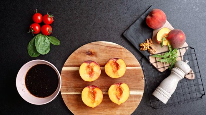 3 einfache salate rezepte sommesalat mit pfirsichen nötige zutaten sommerrezepte einfach und schnell