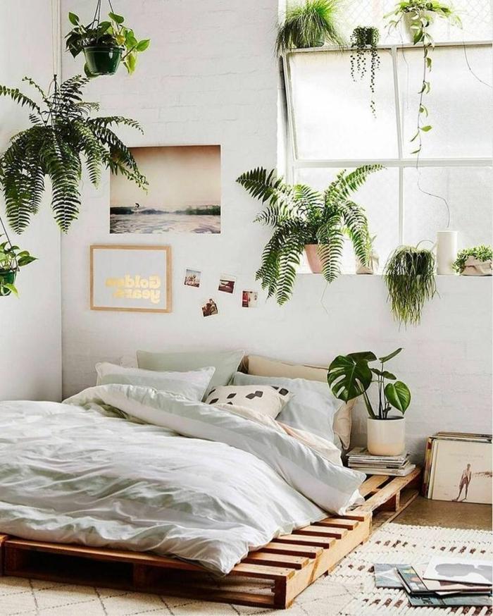 pinterest zimmer, bett aus europaletten, zimmereinrichtung in jungle style, viele pflanzen