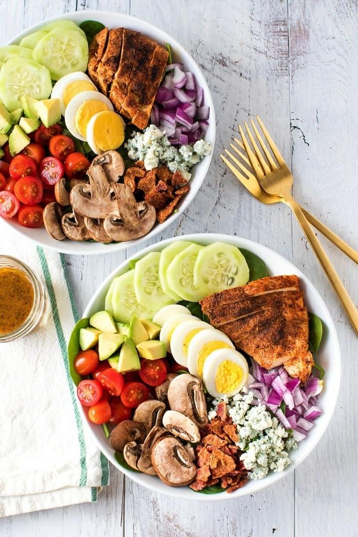 salat zum grillen, gesund essen ideen, rezept mit hänchenbrust, pilzen und eiern