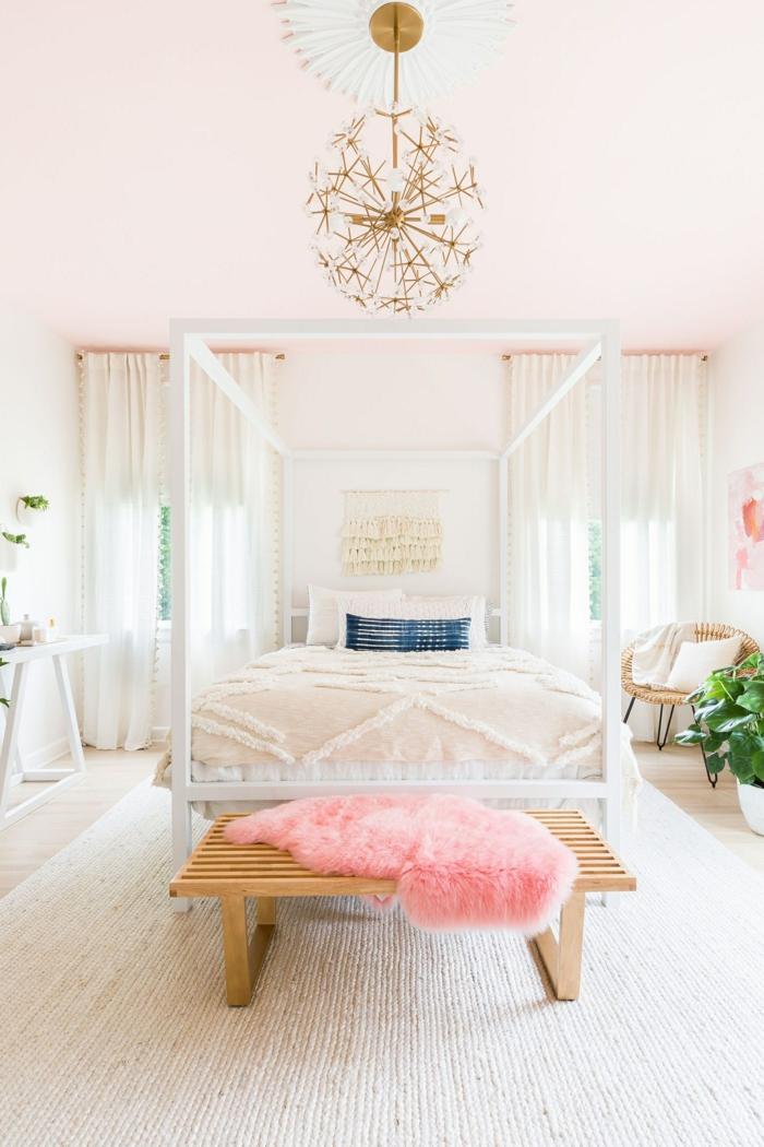 goldene deko fürs jugendzimmer, zimmergestaltung in weiß und pastallrosa, wohnung einrichten