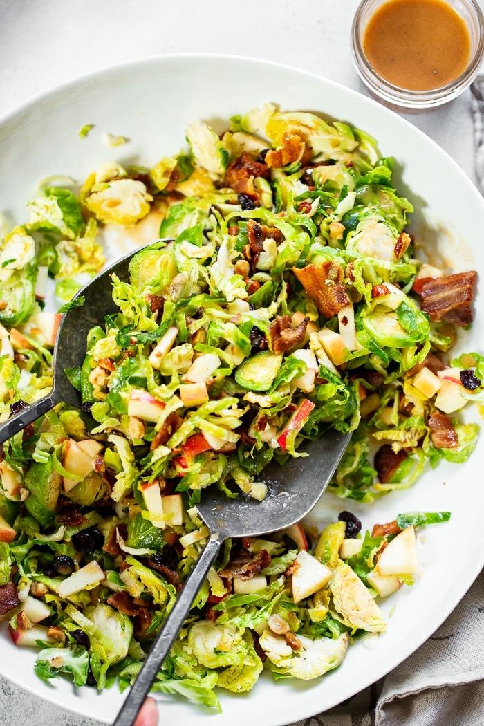 leckere salate zum abnehmen, einfavches rezept, gesund essen, sommersalat mit nüssen