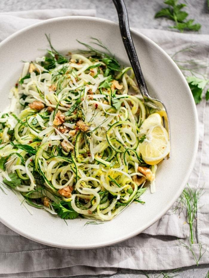low carb zucchini mit ziteonen, käse und hackfleisch, kohlenhydratarme gerichte