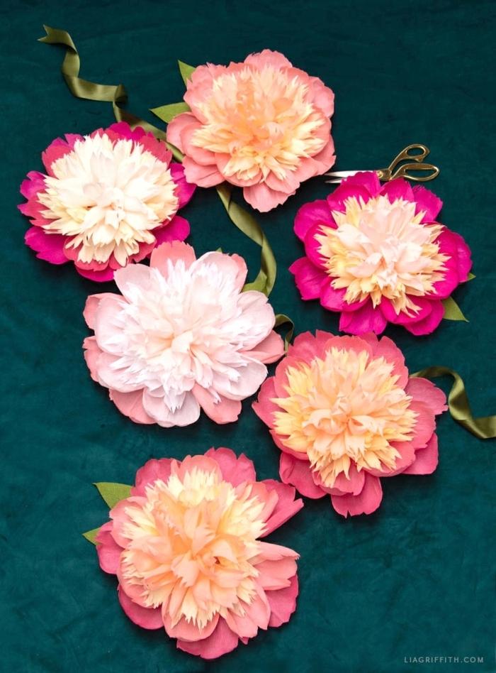 risenblumen aus kreppapier basteln, wohnung dekorieren, party deko, frühlingsdeko