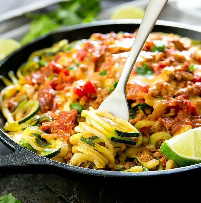 schnelle pasta mit zucchini, taco zudeln rezept, mittagessen ideen, low carb