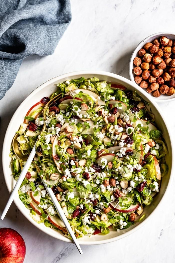 schnelle salate zum abnehmen, mittagessen ideen, wintersalat mit brusselkraut und kichererbsen