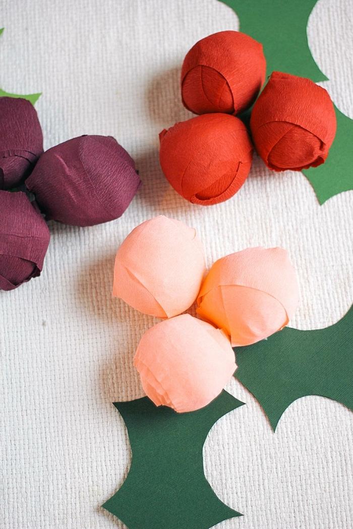 was kann man mit krepppapier basteln, diy deko aus papier, weihanchtdeko selber machen