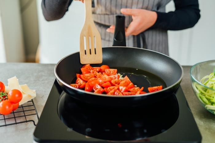 zucchini spaghetti rezept, schnelles mittagessen, vegetarisches gericht, low carb