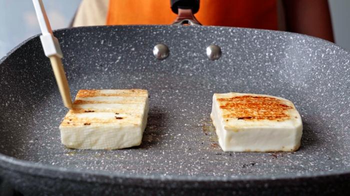 6 einfache salate rezepte salat zubereiten salatrezept mit hallouma käse und pfirichen