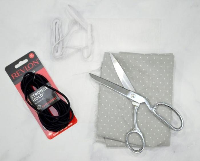 Bedarf zur Anfertigung von Gesichtsmaske, grauer Stoff mit Pünktchen, schwarzes Band, mundschutz richtig tragen