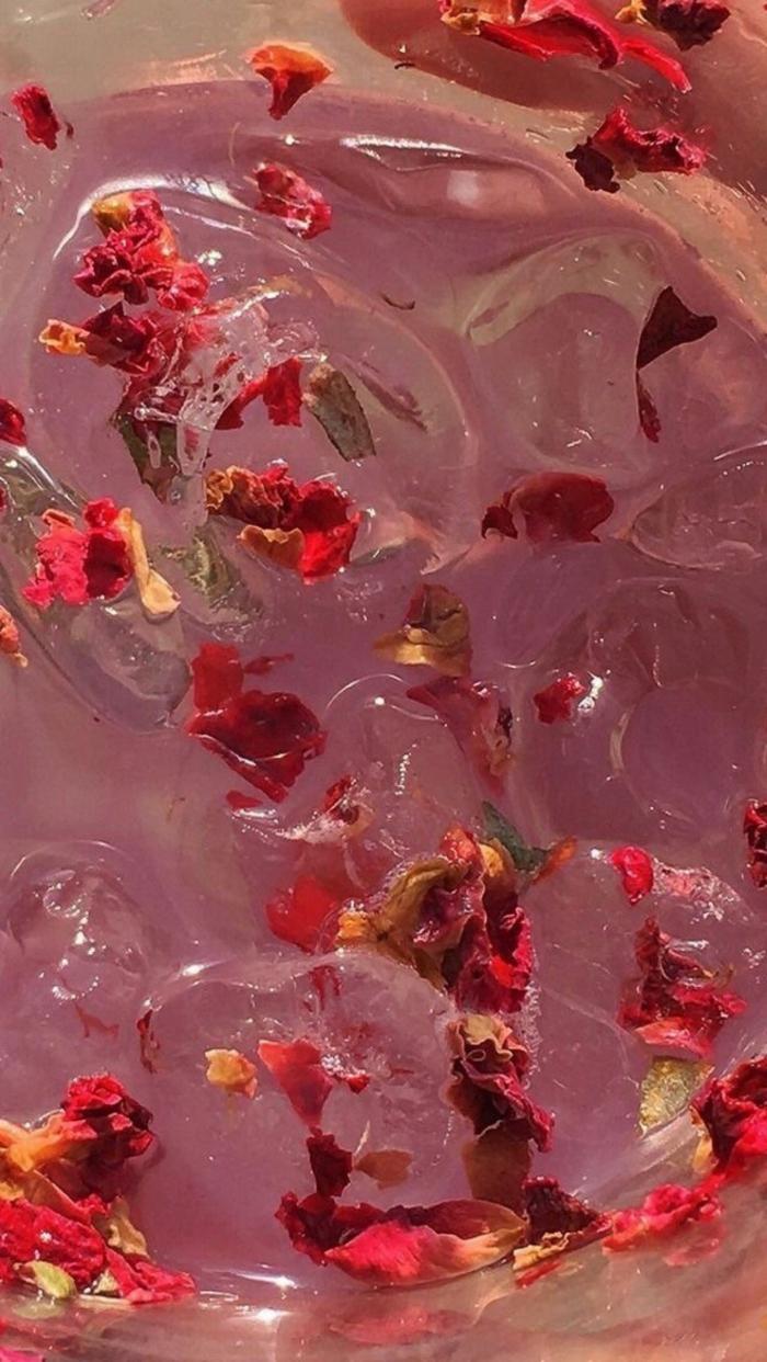 ästhetisches Bild von vielen roten Rosen im Wasser, Cute Iphone Wallpaper, schöne Hintergrundbilder für Handys