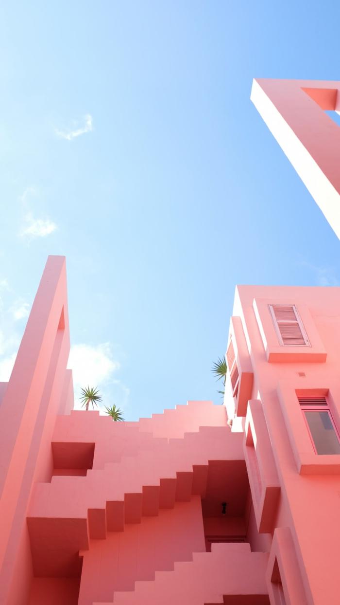 schönes Gebäude in hellpink, hellblauer Himmel, aesthetic phone Wallpaper, Hintergrund Bild Handy