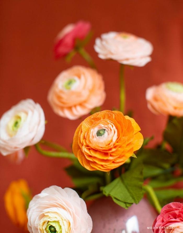 blumenstrauß aus papierblumen, blumen aus krepppapier selber machen anleitung,