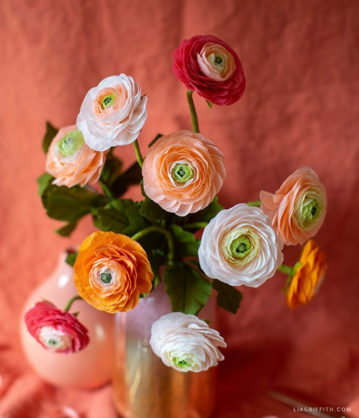 blumen aus krepppapier selber machen anleitung schritt für schritt, papierblumen einfach
