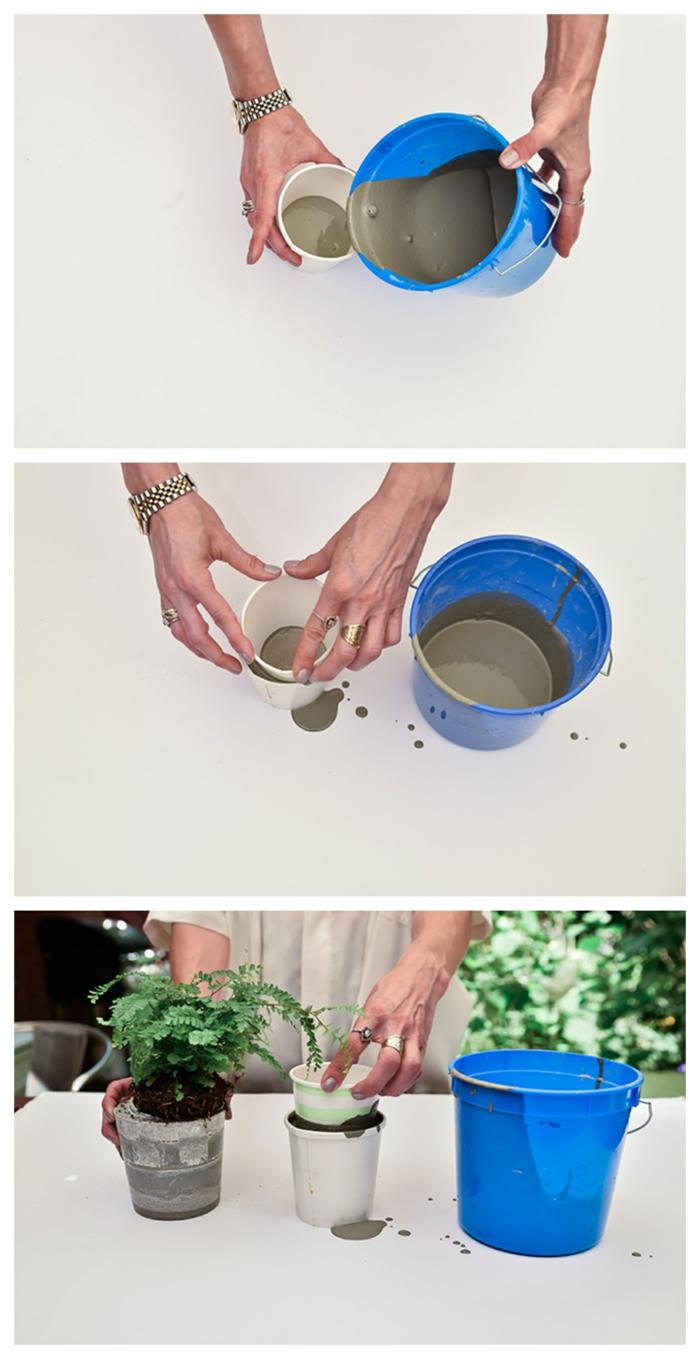 Hand gießt Beton in einem weißen Becher, Gartendeko selber machen, schöne Übertöpfe für drinnen, blauer Eimer
