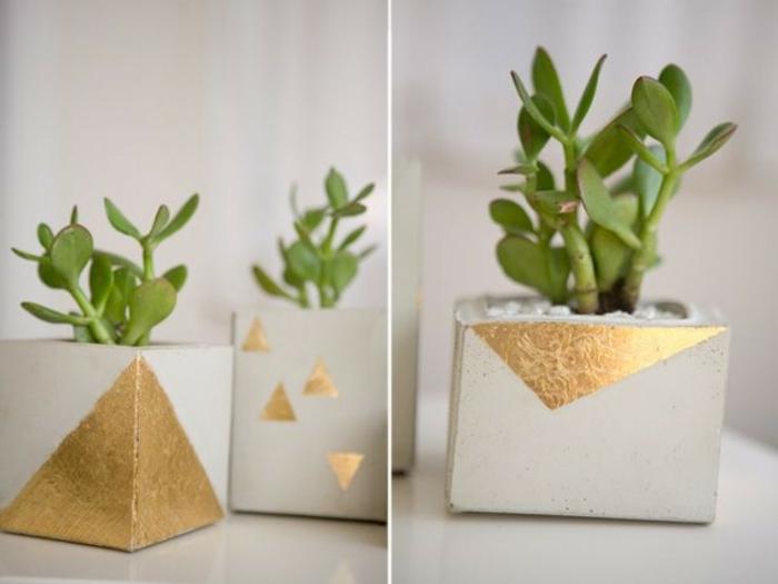 dekorierte in goldener Farbe drei Pflanzenbehälter, kleine Blumenübertöpfe für Innen,