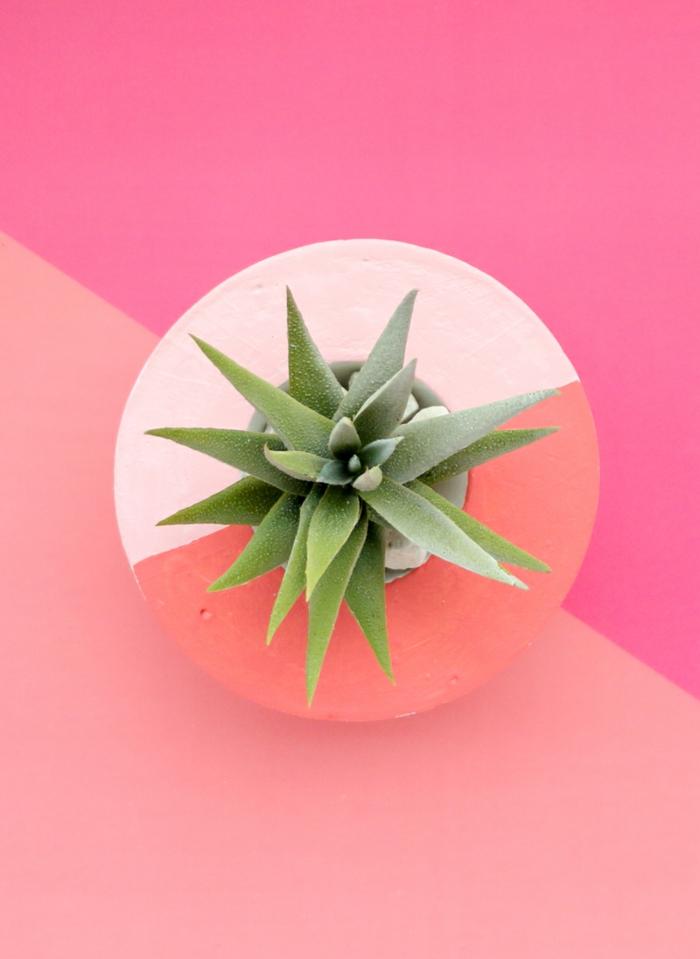 Asymmetrischer Pflanzbehälter bemalt in Pastellfarben, Dekoration für das Wohnzimmer, Blumenkübel selber machen,