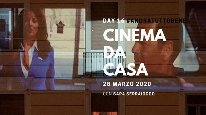 film cinema da casa, ein gebäude mit einem leinwand und film, cinema da casa in italien in der coronavirus pandemie