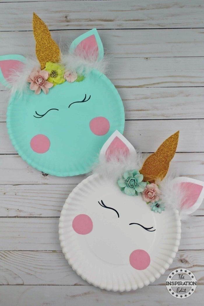 Tiere aus Papptellern selbst basteln, zwei Einhörner in weiß und grün, schöne Bastelideen für Kinder