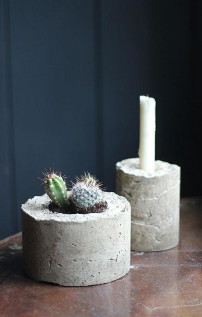 Betonarbeiten selber machen, ein Kerzenhalter und ein Pflanzenhalter mit zwei Kakteen