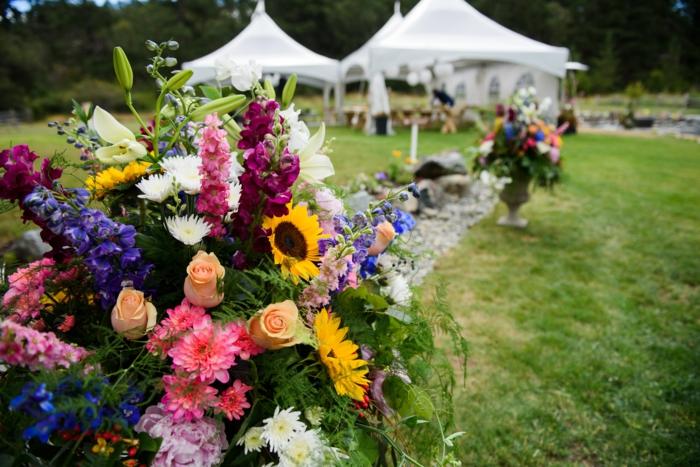 verschiedene schöne Blumen, Party im Garten, Faltpavillons mit Seitenwänden kaufen