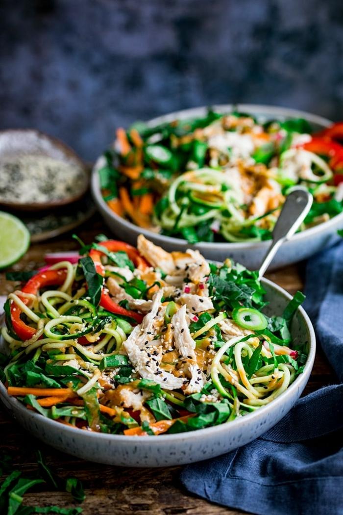 gemüse spaghetti rezepte, zucchini nudeln kochen, gesundes mittagessen ideen