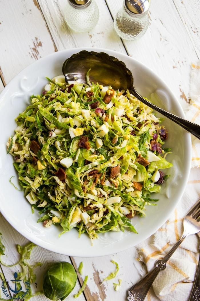 hebstsalat mit brusselkraut und bakon, gemischter salat, gesunde rezepte zum abnehmen