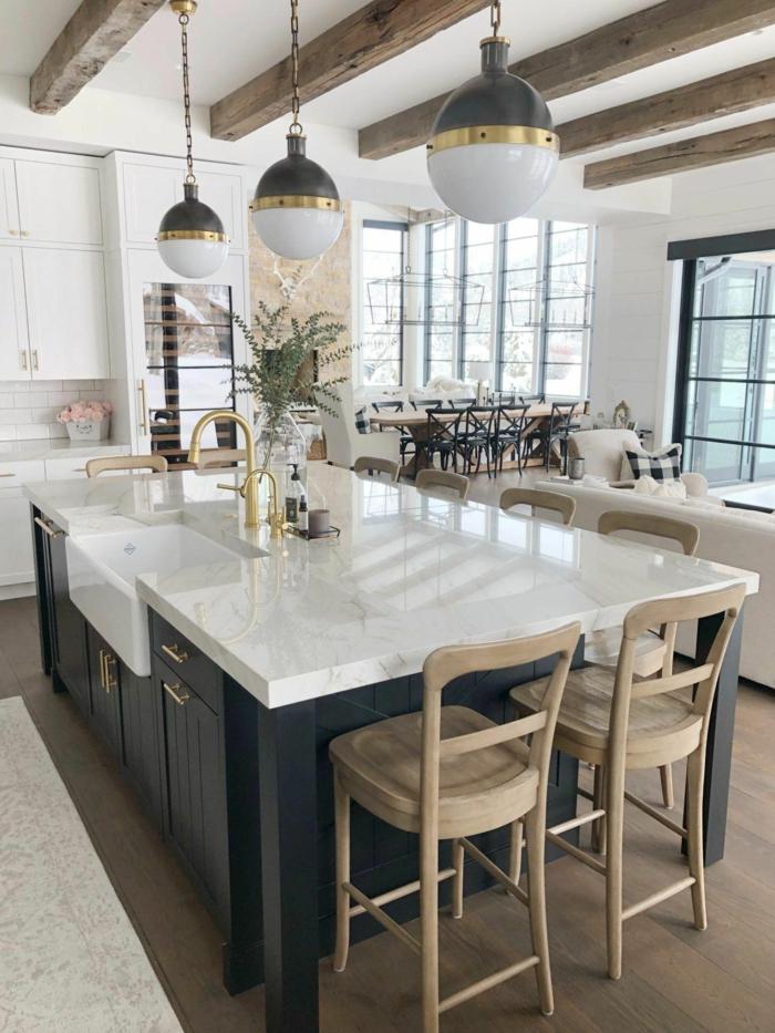 Wohnzimmer mit großer Küche und Esszimmer, große Kücheninsel Spülbecken, Küchen Innenausstattung