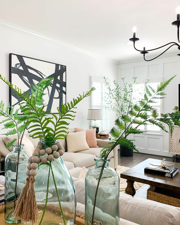 Einrichtung mit tropischen Motiven, viele grüne Sträuche, Wohnzimmer Deko selber machen