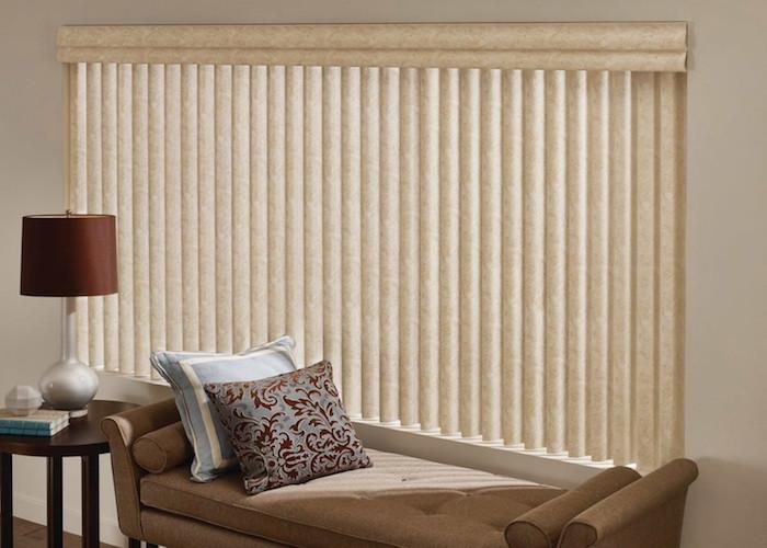Lamellenvorhang oder Vertikalvorhang fürs Wohnzimmer, der multifunktionale Sonnenschutz