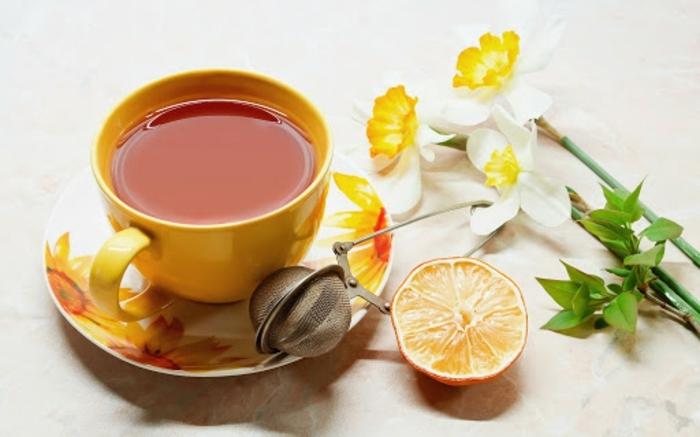 immunsystem aufbauen, gesunder tee mit zitrone und ingwer, getränk zur immunsystemstärkung
