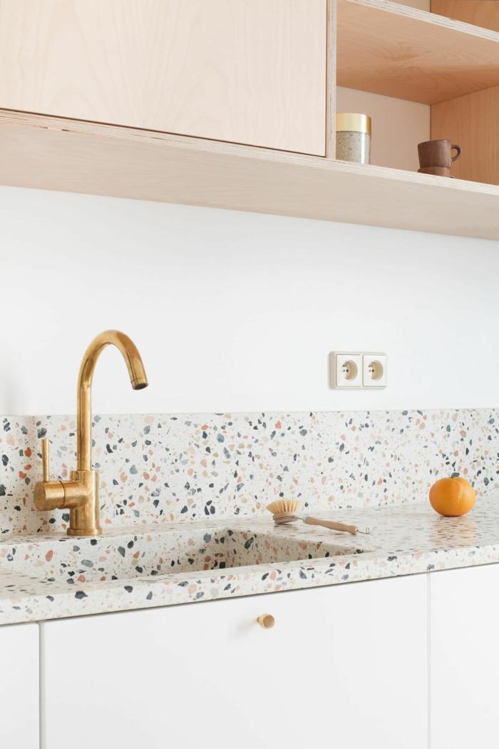 Küchen Design Ideen mit Arbeitsplatte aus Marmor, Mandarine und kleine Bürste, Trends 2020