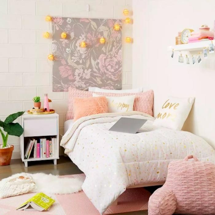 kleine jugendzimmer optimal einrichten, wanddeko ideen, teenager zimmer, zimmergestaltung in weiß und rosa