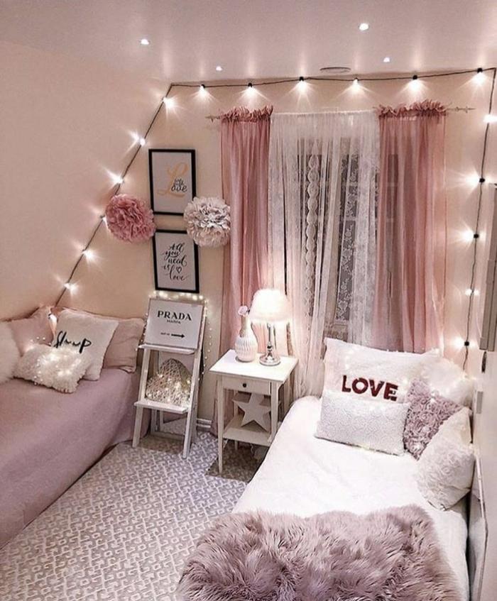 lichterketten ideen zimmer, zimmerestaltung in weiß und rosa, cozy raum, eirnichtung in weiß und rosa