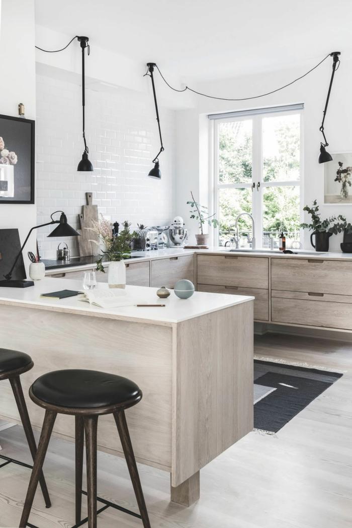 kleine küche u form mit Fenster, Inneneinrichtung im minimalistische Stil, schwarzer Teppich