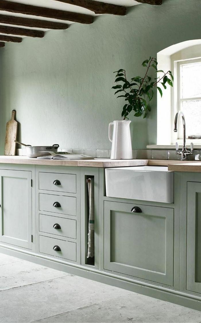 Interior Design in monochrome grüne Farbe, Küchen Innenausstattung, weiße Vase mit grüner Pflanze